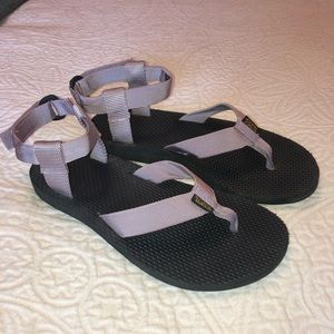 ✨like new✨Teva Sandals